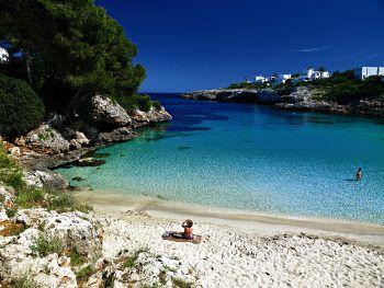 Tolle Buchten und blaues, kristallklares Wasser – Mallorca bietet viel abseits des Trubles. Fotos: handout/High Life Reisen, Shutterstock
