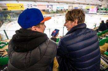 """<p class=""""caption"""">WANN & WO traf den sympathischen Hockey-Crack in der Rheinhalle.</p>"""