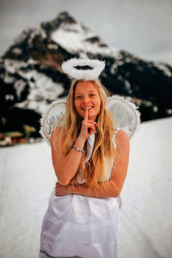 Weihnachtsengel Noelle wird in den nächsten vier W&W-Ausgaben die glücklichen Gewinner ziehen.Foto: Sams