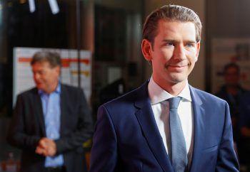 <p>Wien. Wahlergebnis: Bei der Parlamentswahl in Österreich gewinnt die ÖVP von Ex-Kanzler Sebastian Kurz klar mit 37,5 Prozent. Die sozialdemokratische SPÖ fällt auf 21,2 zurück, die rechtsgerichtete FPÖ auf 16,2. Die Grünen erhalten 13,9.</p>