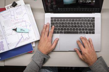 """<p class=""""title"""">               50% Förderung              </p><p>Für Arbeiterkammer-Präsident Hubert Hämmerle stand von Beginn an fest: """"Digitale Ausbildung muss erschwinglich sein."""" Die AK fördert daher die Teilnahme an Studiengängen und Kursen am Digital Campus Vorarlberg für AK-Mitglieder mit bis zu 50 Prozent der Kosten.</p>"""
