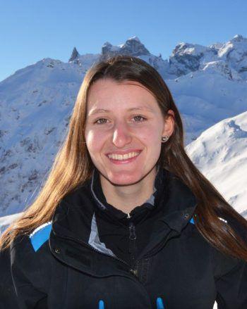 """<p>Christina Dünser, Seilbahntechnikerin, illwerke vkw: """"Als Seilbahntechnikerin bin ich viel in der Natur, vor allem am Berg. Genau genommen bin ich im Skigebiet Golm tätig. Ab dem zweiten Lehrjahr ist man auch auf den Stützen zugange, Schwindelfreiheit ist also eine Voraussetzung für den Beruf als Seilbahntechnikerin. Es gibt immer viel zu tun und der Beruf bietet Abwechslung. Richtig vielseitig ist die Arbeit im Winter. Das Wetter muss einem allerdings egal sein, denn die Kälte gehört eben dazu!</p>"""