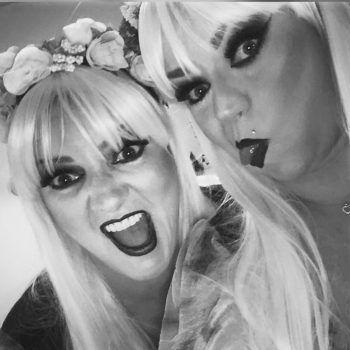 """<p class=""""caption"""">Ein bisschen Spaß muss sein: Tina und Sabrina am Halloweenabend.</p>"""