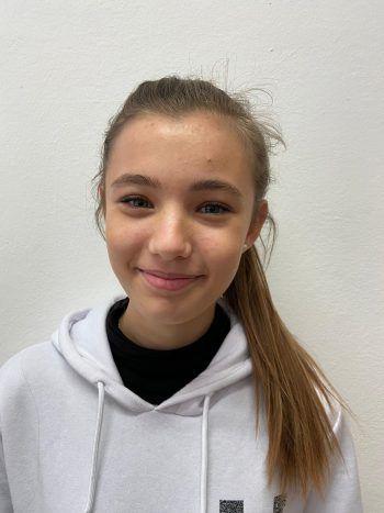 """<p>Emi, 15, Götzis: """"Für mich beginnt der Fasching erst im Februar. Wir Mädels verkleiden uns und gehen auf einige Umzüge.""""</p>"""