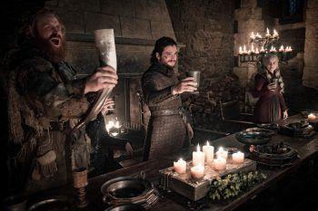 """Vor allem aufgrund der zahlreichen und komplexen sozialen Kontakte können sich Zuschauer und Leser schnell mit """"Game of Thrones"""" identifizieren. Foto: HBO"""