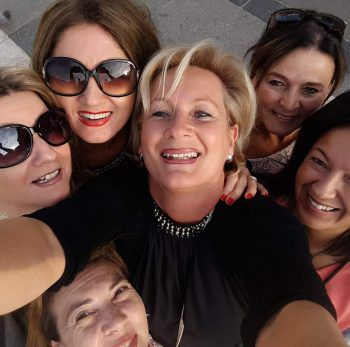"""<p class=""""caption"""">Jahrelange Mädlsfreundschaft: Christine, Sonja, Bettina, Michaela, Barka und Daniela sind sich sicher: Diese Freundschaft hält für immer!</p>"""