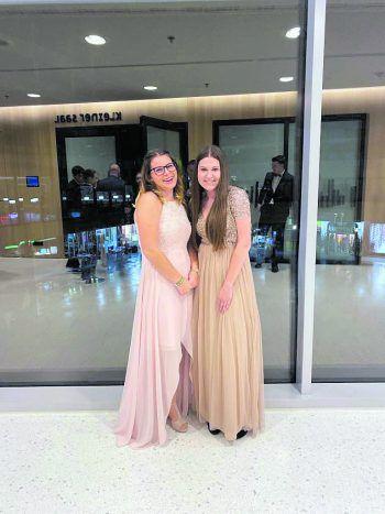 """<p class=""""caption"""">Katharina und Chiara gehen gemeinsam durch dick und dünn.</p>"""