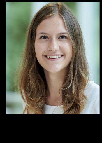 """<p>Magdalena Fink, Maturantin: """"An der HLW Marienberg gefällt mir besonders das Miteinander von Schülerinnen und Lehrpersonen. Viele Lehrpersonen unterrichten engagiert und motiviert. Die vielen Fachbereiche ermöglichen eine breite und fundierte Grundausbildung. Somit ist es einfach, sich später in den verschiedensten Bereichen weiterzuentwickeln. Nach meinem Abschluss an der HLW Marienberg bewerbe ich mich an der FH in Innsbruck für den Studiengang Hebamme.""""</p>"""