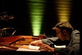 """""""Unter der Laterne"""" feiert die Zusammenkunft von traditioneller und neuer Musik."""