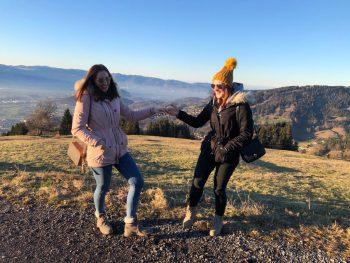 """<p class=""""caption"""">Vanessa mit ihrer besten Freundin Sarah.</p>"""