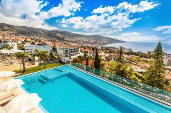 Vom Hotel Panoramico aus hat man einen wunderbaren Blick auf die Landschaft Madeiras.