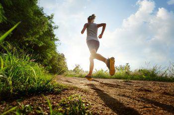 """<p class=""""title"""">               Achtsames Laufen             </p><p>Achtsames Laufen oder Dynamische Laufmethode, ist total angesagt. Es kombiniert Lauftraining mit Meditationselementen. Ziel ist es, sich der eigenen Bewegungen bewusster zu werden, um durch die Achtsamkeit zu einem ausgeglicheneren Menschen zu werden.</p>"""