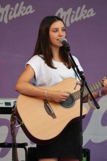 "<p class=""caption"">Anna-Lena: Gesang, Gitarre und Klavier. </p>"