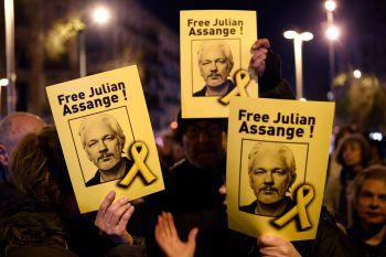 <p>Barcelona. Unterstützend: Zahlreiche Demonstranten gehen für die Freilassung von Wikileaks-Gründer Julian Assange auf die Straße.</p>