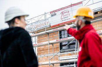 "<p class=""caption"">Baufirmen wie BKS Massivhaus bieten den ""Häuslebauern"" optimale Lösungen.</p>"