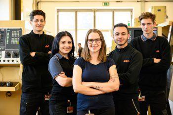 Bei Blum betreuen Ausbilder wie Kerstin Bereuter (Mitte) Jugendliche in kleinen Gruppen. Das ermöglicht eine individuelle Betreuung.Foto: handout/Blum