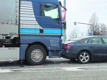 Beim Kreisverkehr Dornbirn-Nord kam es zur Kollision. Foto: VOL Live/Mayer