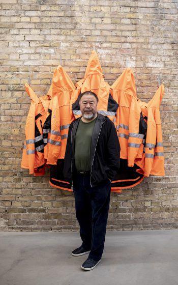 <p>Berlin. Kreativ: Für seine neueste Installation hat der bekannte Künstler Ai WeiweiRettungsjacken in Szene gesetzt.</p>