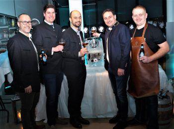 Bernd Marte (Marketing), Bosse Danielsen (Leiter Biererlebniswelt), Günter Brunner (Leitung Vertrieb), Thomas Pachole (Geschäftsführer) und Brauer Florian Matha präsentierten das Mohren Eisbock.