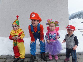 Clown, Super Mario, Fee und Cowboy: Dieses süße Foto von Birgit gewinnt einen 100-Euro-Gutschein von BayWa.