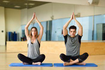 Das Partner-Yoga von Mayoka ist eine besondere Erfahrung. Symbolfoto: Shutterstock