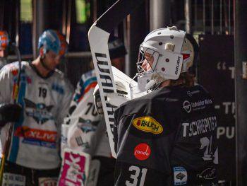 DEC vs. LinzNach der gestrigen Partie in Innsbruck (bei Redaktionsschluss im Gang) geht es für die Bulldogs am Freitag (19.15 Uhr) wieder im heimischen Messestadion weiter. Im Kampf um die restlichen Play-off-Tickets gastieren die Linzer Black Wings in Dornbirn. Foto: GEPA