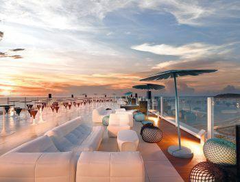 """<p class=""""caption"""">Den Tag bei wunderschönem Sonnenuntergang ausklingen lassen und den Urlaub genießen.</p>"""