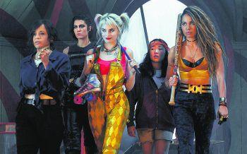 """Die """"Birds of Prey"""" im Anmarsch. Leider verkommen die anderen weiblichen Charaktere zu reinen Nebendarstellern. Der Fokus liegt klar auf Harley Quinn. Die DC-Verfilmung läuft aktuell im Kino. Foto: Warner Bros. Pictures GmbH"""