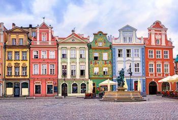 Die bunt bemalten Häuser in Polsen sind auf jeden Fall ein Hingucker. Fotos: handout/Beate & Werner