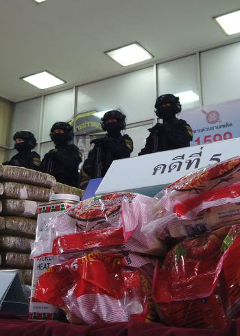 Die Drogen waren in Nudelpackungen und Puderdosen versteckt. Symbolfoto: APA