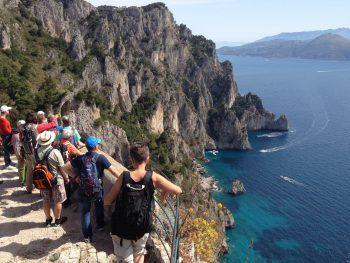Die fantastische Wanderreise führt unter anderem entlang der schönen Amalfiküste.Fotos: handout/Weiss Reisen/Shutterstock