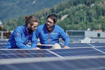 Die illwerke vkw informieren auf der com:bau alle Interessierten über Photovoltaik und Elektromobilität.Fotos: handout/illwerke vkw