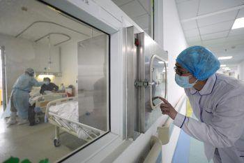 Die Mediziner in China tun alles, um das Coronavirus zu stoppen. Symbolfoto: Reuters