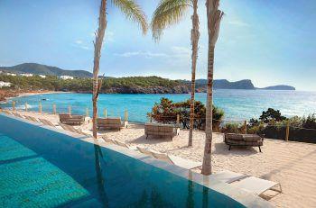 "<p class=""caption"">Die teilweise direkt am Meer gelegenen Hotels bieten einen traumhaften Ausblick.</p>"