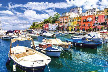 """<p class=""""caption"""">Die vielen bunten Häuser und die Boote im Hafen verleihen einen italienischen Charme.</p>"""