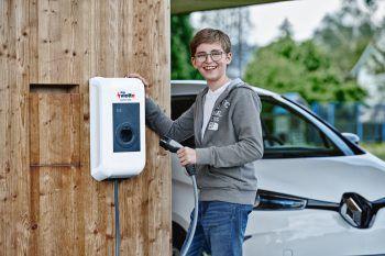 Die vkw vlotte informiert auf der com:bau über Elektromobilität.Fotos: handout/illwerke vkw