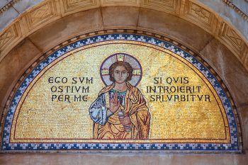 """<p class=""""caption"""">Einer der bedeutendsten Sakralbauten</p><p class=""""caption"""">Kroatiens: die Euphrasius-Basilika.</p>"""