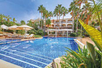<p>El Coto ****+: Das beliebte Hotel mit nur 50 Zimmern überzeugt durch seine tolle Lage nur wenige Meter von einem der schönsten Strände Mallorcas entfernt. Feinschmecker kommen mit der ausgezeichneten Küche voll auf ihre Kosten. Das Hotel verfügt über eine schöne Garten- und Poolanlage und eignet sich perfekt zum Entspannen. Tipp: Gourmet- und Wanderwoche am 20. oder 27. April. Eine Woche inklusive Flug ab Alten-rhein, Flughafenparkplatz, Doppelzimmer Standard, Gourmet-Halbpension, 2 Wanderungen und 2 Weindegustationen um 1449 Euro pro Person.</p><p />