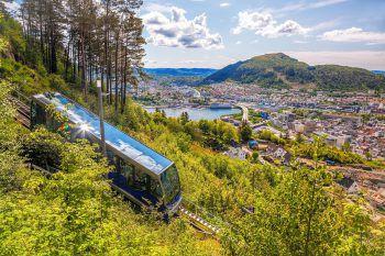 """<p class=""""caption"""">Erlebnisreiche Eisenbahnstrecken – wenn nicht die Schönsten Europas.</p>"""