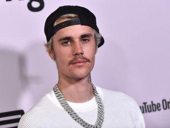 """Justin BieberDas jung entdeckte Gesangstalent Justin Bieber wurde neben seiner Karriere ebenfalls vier Jahre lang bei sich zuhause unterrichtet. Danach machte er seinen Abschluss an der""""St. Michael Catholic Secondary School"""" im kanadischen Stratford, Ontario."""