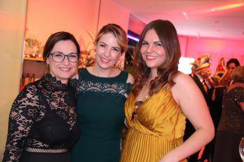 """<p class=""""caption"""">Gabi Micheluzzi-Jamer mit Tochter Vanessa und Sabrina Schwärzler.</p>"""