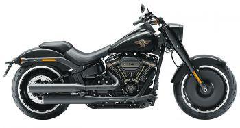 """Harley-Davidson bringt heuer mit der CVO Road Glide (rechts) und der """"Fat Boy 30th Anniversary"""" (unten) zwei neue Motorräder auf den Markt, die Biker-Herzen höher schlagen lassen."""