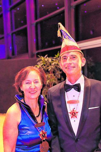 """<p class=""""caption"""">Helga Frühwirth und Alexander Pehr empfingen die Ballgäste.</p>"""