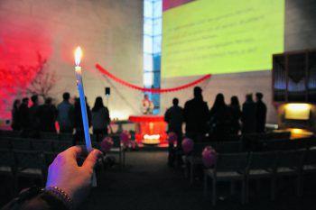 Herzchenballons und -girlanden sieht man nicht jeden Tag in der Kirche – beim Single-Gottesdienst schon.Fotos: handout/Junge Kirche Vorarlberg