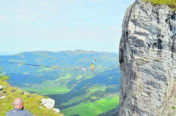 Höhenangst? Fehlanzeige: Yannick fühlt sich hunderte Meter über dem Abgrund wohl – wie hier auf der Kanisfluh.Fotos: handout/privat