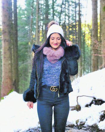 """<p class=""""caption"""">Im Ländle ist es einfach am schönsten: Julia in der Millrütte in Götzis.</p>"""
