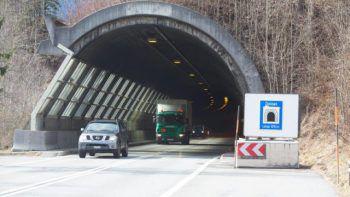 In den Unfall im Dalaaser Tunnel waren mehrere Fahrzeuge verwickelt. Symbolfoto: VN