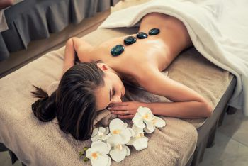 <p>               Jetzt wird entspannt – in wirklich aller Ruhe             </p><p>Wellness-Trips sind der Klassiker unter den Valentinstagsgeschenken. Und die kann man sich auch prima selber schenken! Denn mal ehrlich: Während man auf der Massageliege durchgeknetet wird, in der Sauna schwitzt oder im Whirlpool relaxed, ist Schweigen und Genießen doch ohnehin das Beste, oder? Und man kann ganz allein entscheiden, welcher Wellness-Programmpunkt als nächstes abgehakt wird.</p>