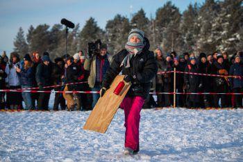 """<p>Jokkmokk. Entschlossen: Greta Thunberg nimmt mit Angehörigen der nordschwedischen Sami-Volksgruppe an einem""""Fridays for Future""""-Protest teil.</p>"""