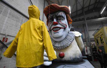 """<p>Köln. Gruselig: Dieser kreative Karnevalswagen hat den US-Präsidenten in eine """"Pennywise""""-Fratze verwandelt.</p>"""